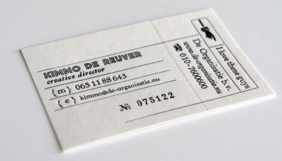 Combo in 2000 tờ rơi + standee + 10 hộp danh thiếp giá chỉ hơn 1tr4